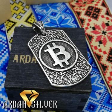 Кулон у вигляді Bitcoin